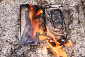Galaxy S6 VS Iphone 6 Test Fuoco – quale è il più resistente? (VIDEO)